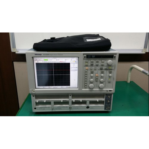 Tektronix/DSA8200
